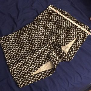 H&M Black and White Patterned Shorts (SIZE 6)